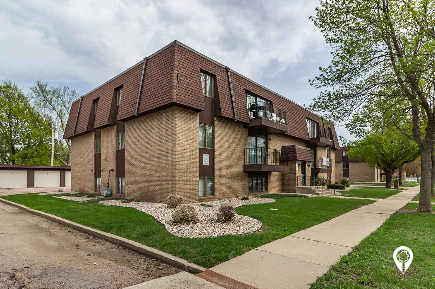 J & M Real Estate Group - Willow Crossing Apartments