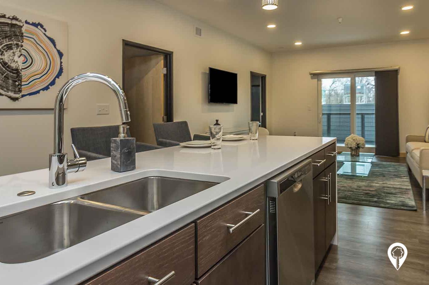 Dakota 303 Apartments