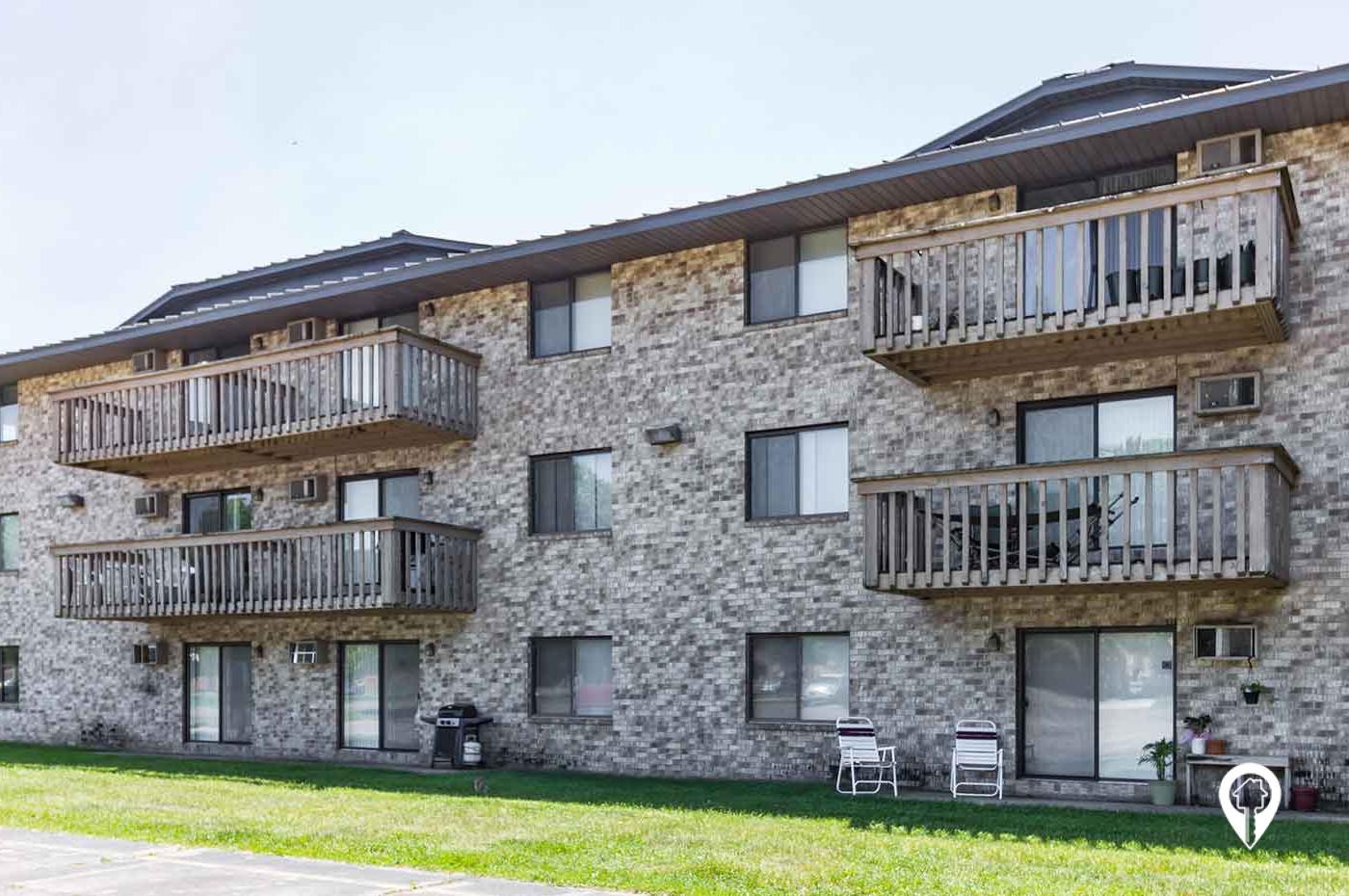 Babinski Properties - Lakeside Apartments