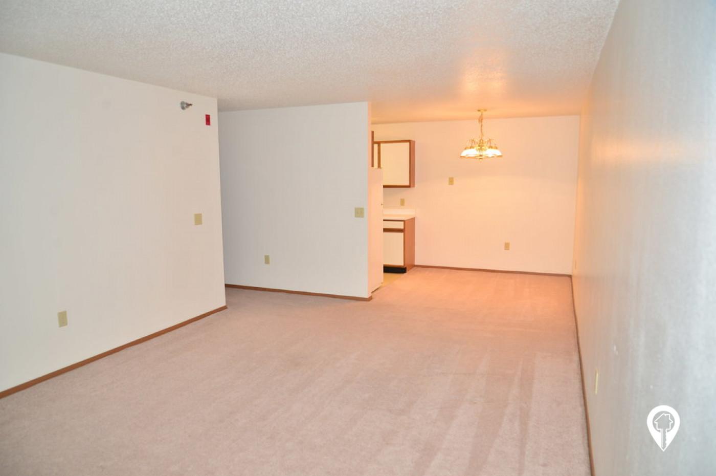 Pequot Pines At Estates Apartments